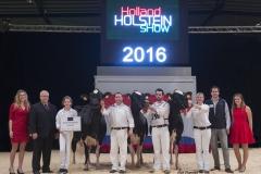 bons_holsteins_herd_group_0213